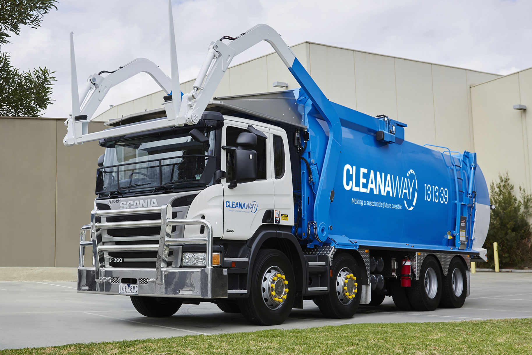 Cleanaway - Blue Front Lifter